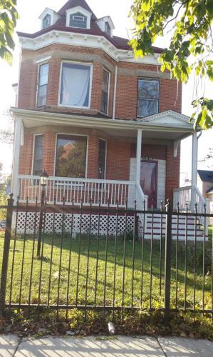 10512 S Michigan Avenue Photo 1