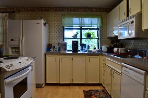 6410 Alder Glen Drive SE Photo 1