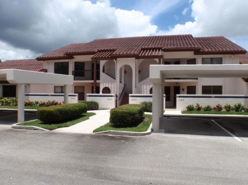 6070 SE Martinique Drive Photo 1
