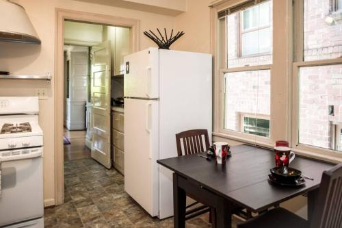 301 Belmont Avenue E #301 Photo 1