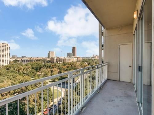 3225 Turtle Creek Boulevard #948 Photo 1