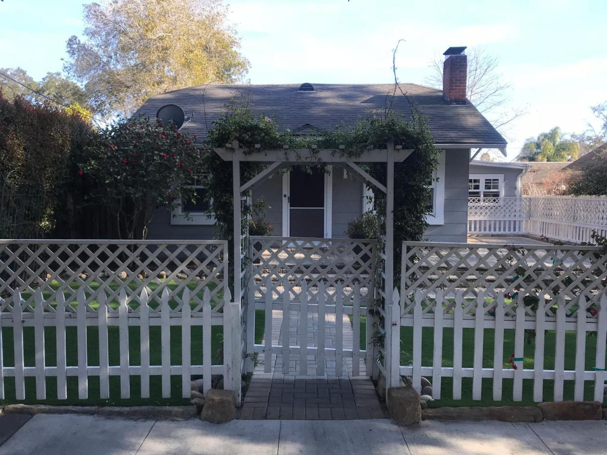 Superb 511 W Quinto Street Santa Barbara Ca 93105 Hotpads Home Interior And Landscaping Mentranervesignezvosmurscom