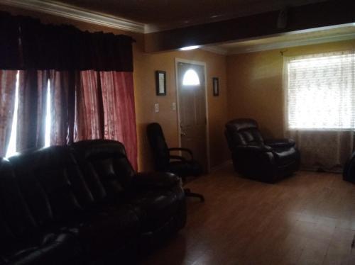 5723 Chapman Street Photo 1