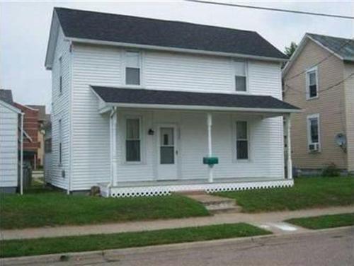 1327 E Walnut Street Photo 1