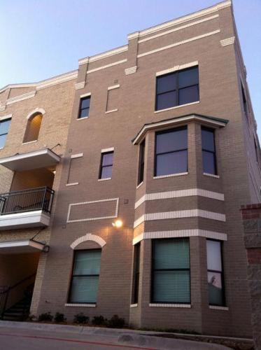 315 S Locust Street #203 Photo 1