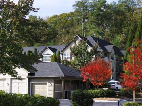 1604 Walton Lane SE Photo 1