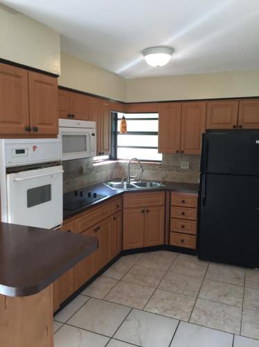 3730 NE 12th Avenue Photo 1