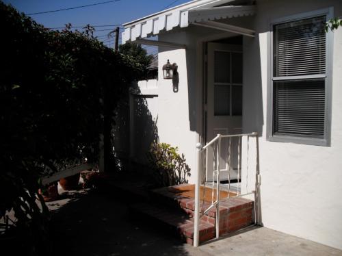 322 Poplar Street #B Photo 1