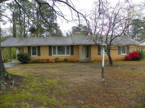 2904 Castlewood Drive Photo 1