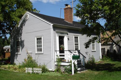 3824 Rosemear Avenue Photo 1