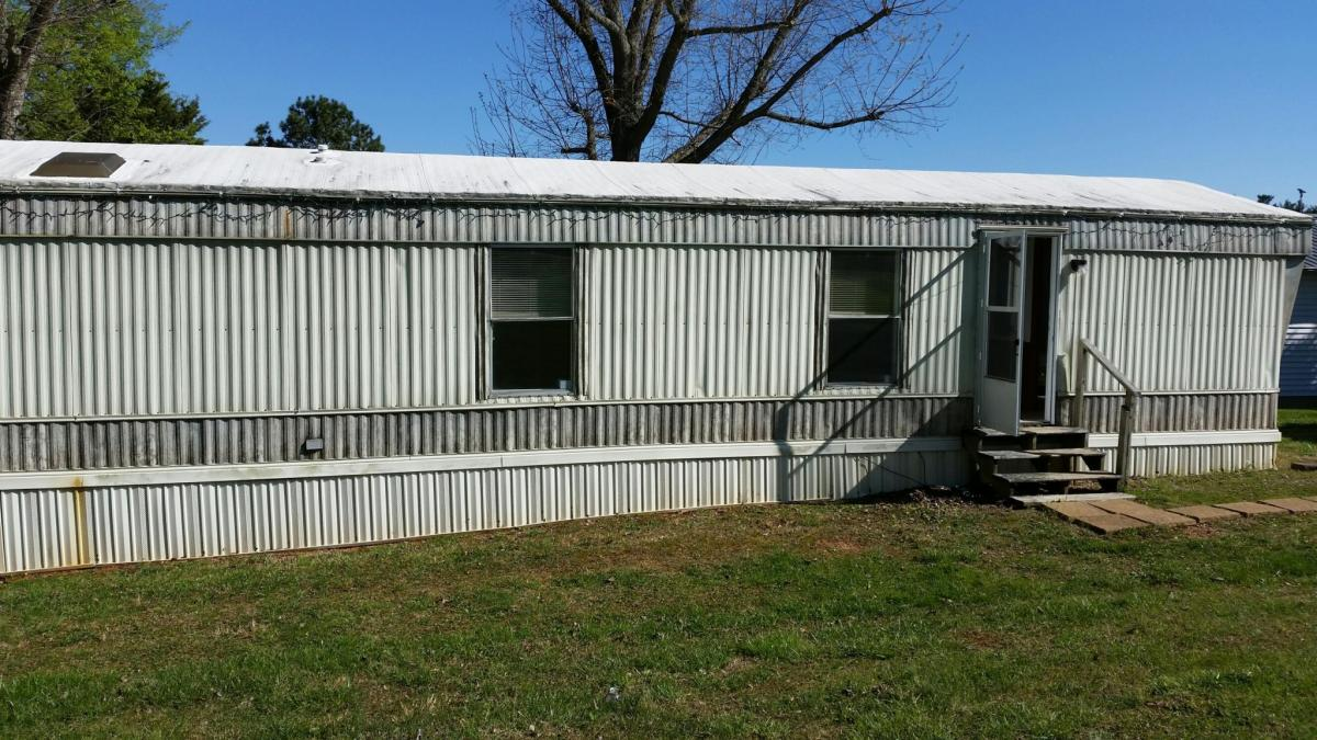 410 N Pitner Road Apt R, Seymour, TN 37865 | HotPads R Model Amazing Mobile Home on cute trailer homes, amazing business buildings, amazing home exteriors, amazing photography, amazing small homes, amazing florida homes, amazing texas homes, amazing alaska homes, amazing prefab homes, amazing cheap homes, amazing affordable homes, amazing floating homes, amazing california homes, amazing trailer homes, amazing private homes, indoor courtyard homes, amazing atlanta homes, most amazing homes,