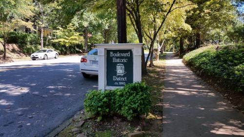 893 Boulevard Photo 1
