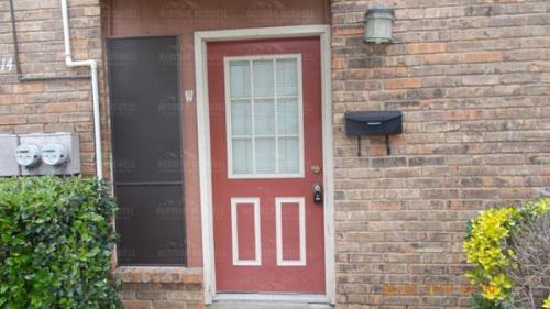 2414 W Abram Street #W Photo 1