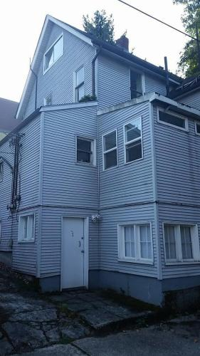414 E Mercer Street Photo 1