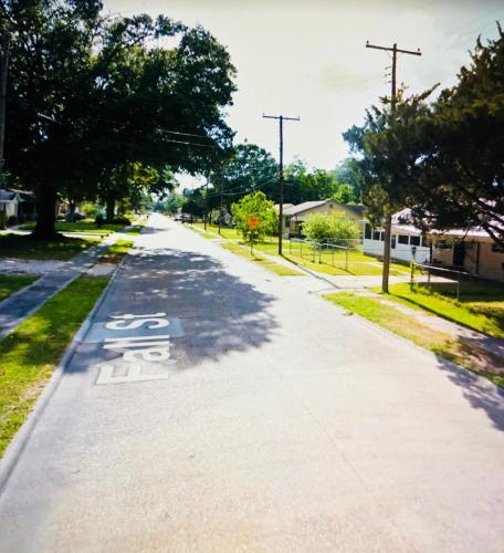 913 Falls Street Photo 1