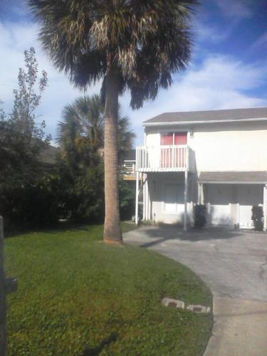 611 Upper 8th Avenue S Photo 1