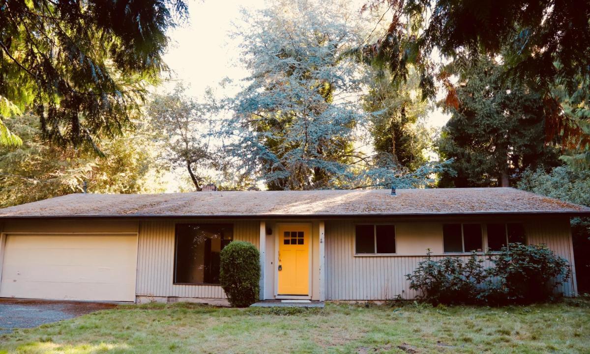 NE 12th Place, Bellevue, WA 98004 | HotPads
