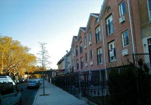 2100 Strauss Street Photo 1