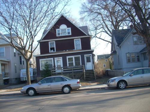 1706 Como Avenue SE Photo 1