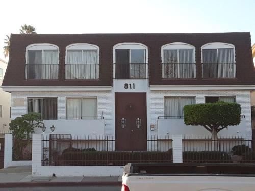 811 Crenshaw Boulevard Photo 1