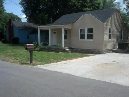 204 W Lester Avenue Photo 1