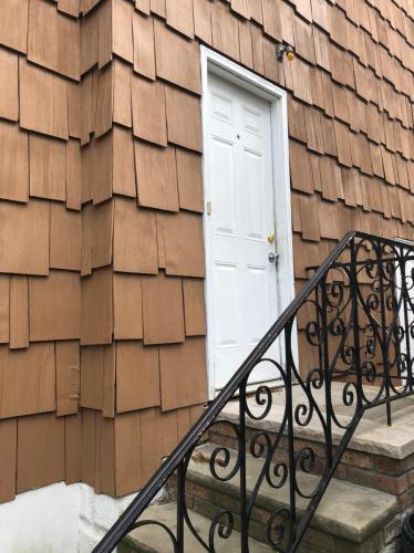 Lincoln Avenue Photo 1