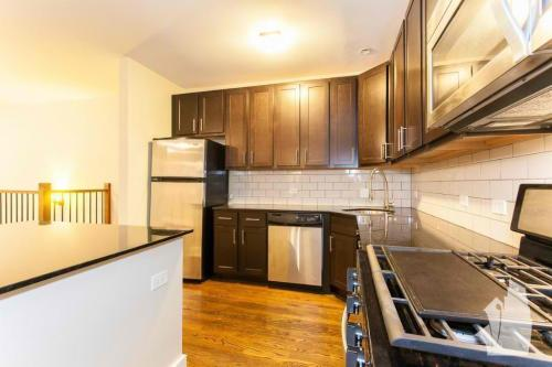 5058 N Winchester Avenue Photo 1