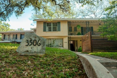 3506 Enfield Road Photo 1