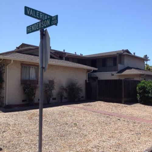 1215 Henderson Avenue Photo 1