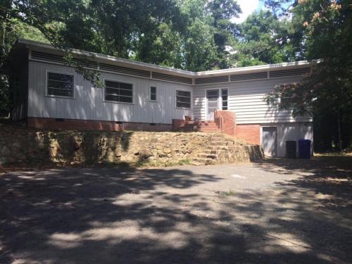 301 Chase Avenue Photo 1