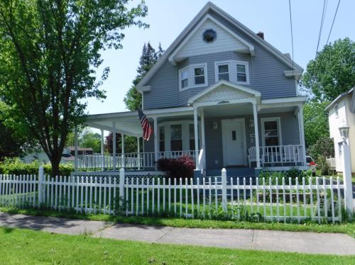 805 Tulip Street Photo 1