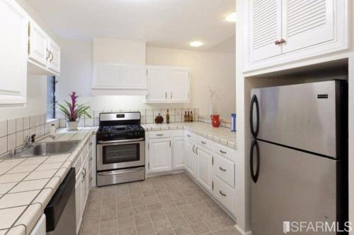 1760 Pacific Avenue #BIGSTUDIO Photo 1