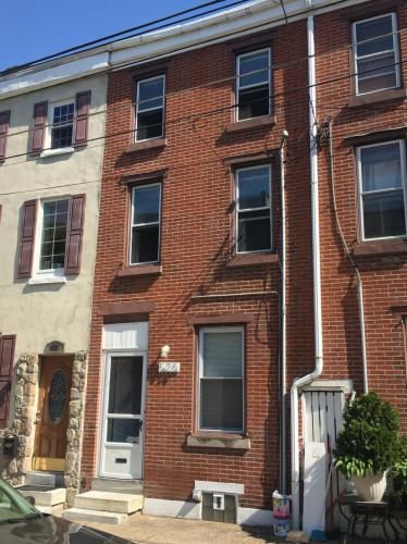 526 E Thompson Street Photo 1