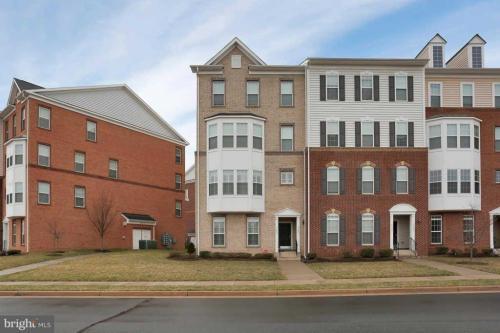 43897 Centergate Drive Photo 1