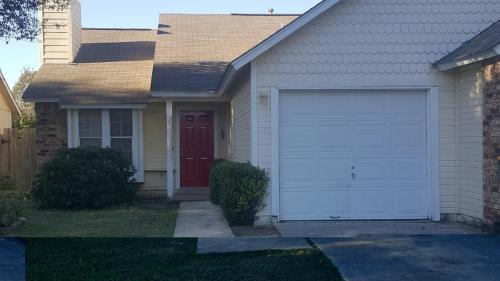 9215 Shadow Crest Drive Photo 1