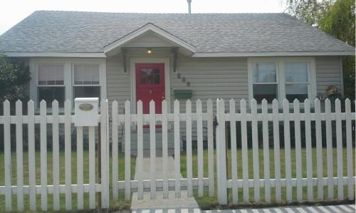 608 E 1st Street Photo 1
