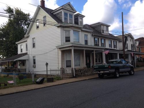 1552 Ferry Street Photo 1