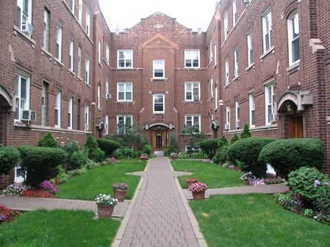 656 W Oakdale Avenue Photo 1