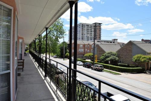 3208 Cole Avenue Photo 1