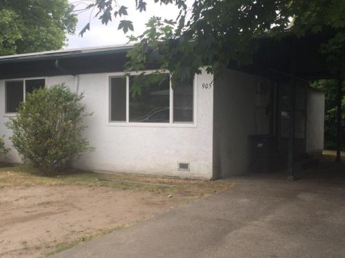 905 Edmonds Avenue NE Photo 1