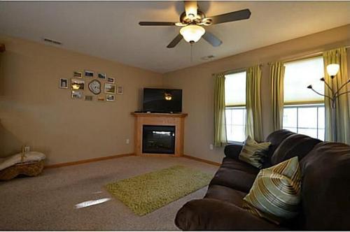 322 NE Olivewood Photo 1