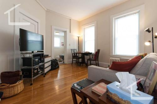 1477 Beacon Street #4E Photo 1