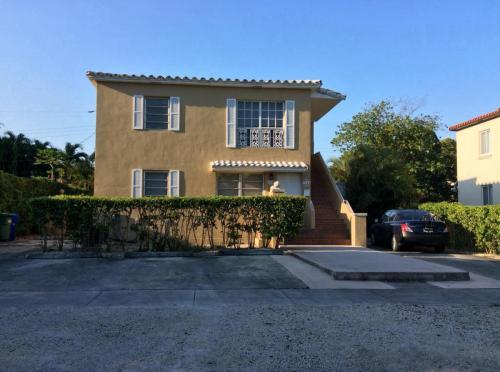 3740 SW 26th Terrace Photo 1