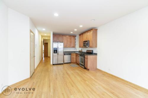 2502 N Southport Avenue #1 Photo 1