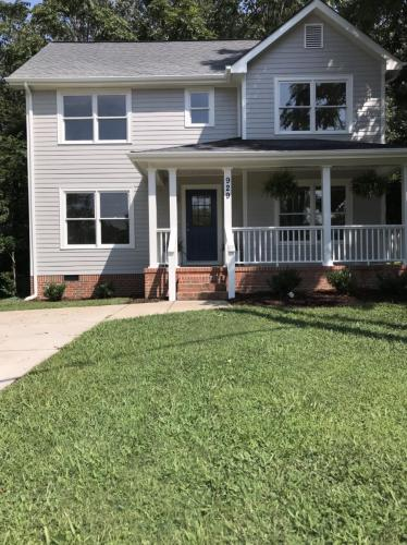 929 Forest Avenue Photo 1
