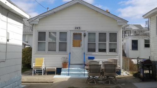 243 E Bennett Avenue Photo 1