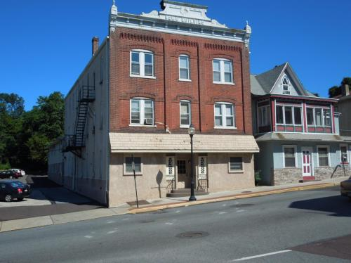 201 Main Street Photo 1