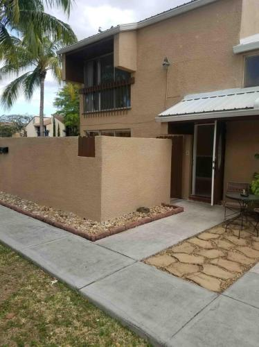 15919 SW 90th Court Photo 1