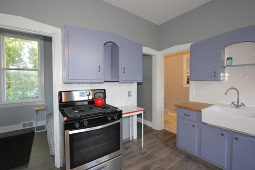328 Elgin Avenue #2 COACH HOUSE Photo 1