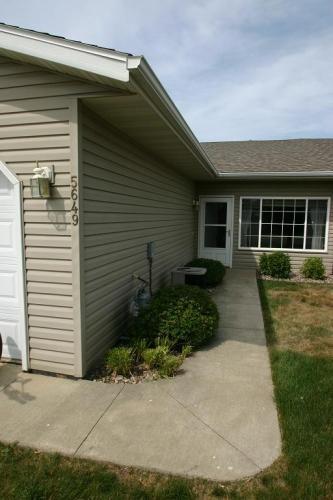 5649 White Oaks Lane NW Photo 1